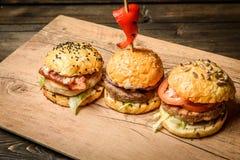 Trois petits hamburgers images stock