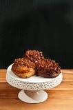 Trois petits pains collants avec des noix de pécan Photographie stock libre de droits