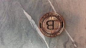 Trois pièces de monnaie de bitcoin banque de vidéos