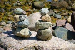 Trois piles de pierres de caillou Photographie stock