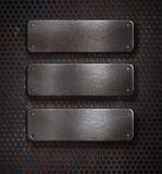 Trois plaques rouillées grunges en métal au-dessus de réseau Images stock