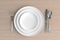 trois plats, cuillères, fourchettes et couteaux vides Image libre de droits