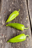 Trois poivrons verts doux sur le fond Images libres de droits