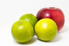 Trois pomme rouge de la chaux les verts Photo stock