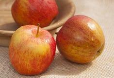 Trois pommes rouges Photographie stock