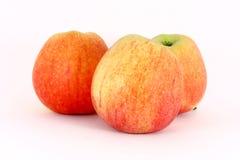 Trois pommes rouges fraîches mûres Photo libre de droits