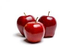 Trois pommes rouges sur le blanc Images libres de droits