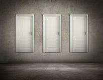 Trois portes accrochant sur un mur Image libre de droits