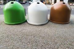 Trois récipients de bacs de recyclage Photos libres de droits