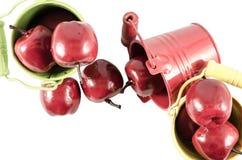 Trois seaux avec les pommes rouges Photographie stock