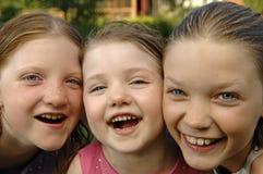 Trois soeurs dans le jardin Photographie stock libre de droits