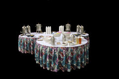 Trois tables rondes ont servi au déjeuner Photographie stock