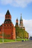 Trois tours de Moscou Kremlin et place rouge Image libre de droits