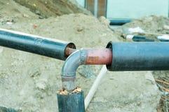 Trois tuyaux soudés sur l'un réseau de pipe-lines Photographie stock libre de droits