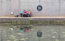 Trois types causant près du canal Photos stock