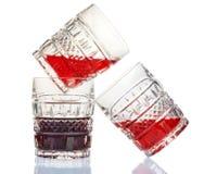 Trois verres à vin en cristal et vin rouge Photographie stock libre de droits