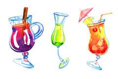 Trois verres de différentes boissons d'alcool Illustration tirée par la main de croquis d'aquarelle illustration stock