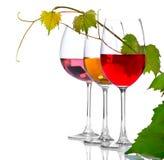 Trois verres de vin d'isolement sur le blanc Photos stock