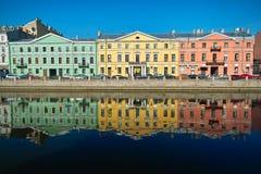 Trois vieilles maisons multicolores Photographie stock libre de droits