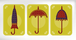 Trois vieux, parapluies pointillés, carte jaune Photos stock