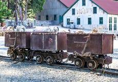 Trois vintage Rusty Ore Carts On Display Photographie stock libre de droits