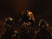 Trois zombis de soldats dans les casques se tiennent contre le ciel foncé illustration stock