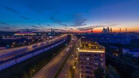 Troisième Ring Road après jour de coucher du soleil à la vue aérienne de timelapse de nuit du dessus de toit Moscou, Russie clips vidéos