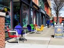 Troja, NY, USA - 9. April 2016: Straßenbild des Shops konfrontiert in Troja NY, nahe Albanien Lizenzfreie Stockfotos