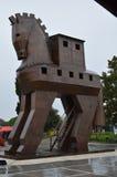 Trojanska hästen i staden av Troy, Turkiet Arkivfoto