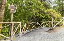 Troldhaugen De weg aan het meer, waar de manor van Edvard Grieg wordt gevestigd Stock Afbeelding