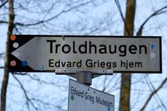 Edvard Grieg`s guide post. Troldhaugen is the former home of Norwegian composer Edvard Grieg and his wife Nina Grieg. Troldhaugen is located in Bergen, Norway Stock Images