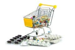 Trole da compra com os comprimidos isolados no fundo branco Imagem de Stock