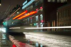 Trole da noite com exposição longa Imagem de Stock Royalty Free