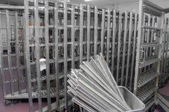 Trole de aço inoxidável para salsichas de fumo Fábrica industrial Imagens de Stock