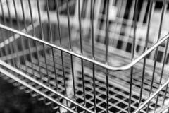 Trole do supermercado em preto e branco imagens de stock