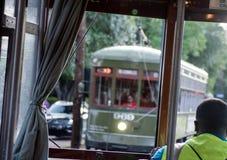 Trole-St Charles Avenue Streetcar de Nova Orleães Imagens de Stock