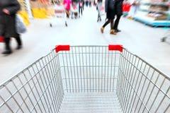 Trole vazio no supermercado Foto de Stock Royalty Free