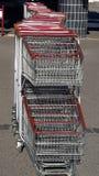 troles alinhados do supermercado fotos de stock