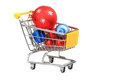 Trolley för shopping för julbaubles inre Royaltyfri Fotografi