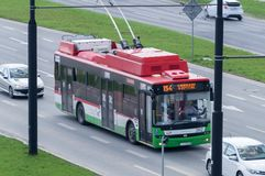Trolleybus sur la rue Transport en commun à Lublin photographie stock libre de droits