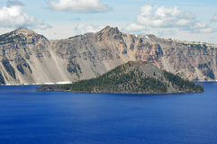 trollkarl för kust för kraterölake södra Arkivbild