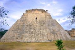 Trollkarl Pyramid i Uxmal, Mexico Royaltyfri Foto
