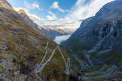 Trollstigen街道在早晨光的挪威 库存图片