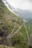 Trollstigen błyszczki ścieżka w Norwegia od above Fotografia Stock