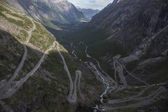 Trollstigen - błyszczki ścieżki Halna droga w Norwegia Zdjęcie Stock