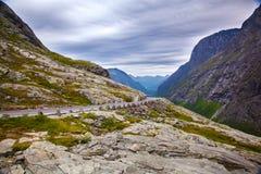 Trollstigen bergväg i Norge Arkivfoto