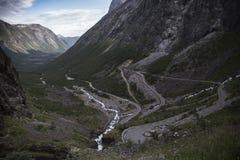 Trollstigen, Brug - de Weg van de de Wegberg van Sleeplijnen in Noorwegen Royalty-vrije Stock Foto's