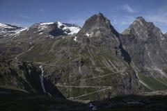Trollstigen - der Weg-Gebirgsstraße der Schleppangeln in Norwegen Stockbilder