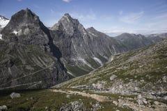 Trollstigen - der Weg-Gebirgsstraße der Schleppangeln in Norwegen Lizenzfreie Stockfotos