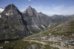 Trollstigen - estrada da montanha do trajeto das pescas à corrica em Noruega Fotos de Stock Royalty Free